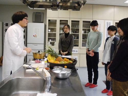 講師はMomo cafeの蒔田さん。
