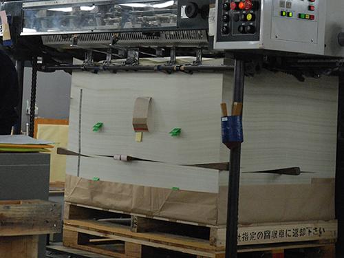 それぞれの機械が音を上げて印刷中