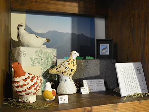 Gargasでは山&鳥好きのオーナー夫妻ならではのディスプレイ